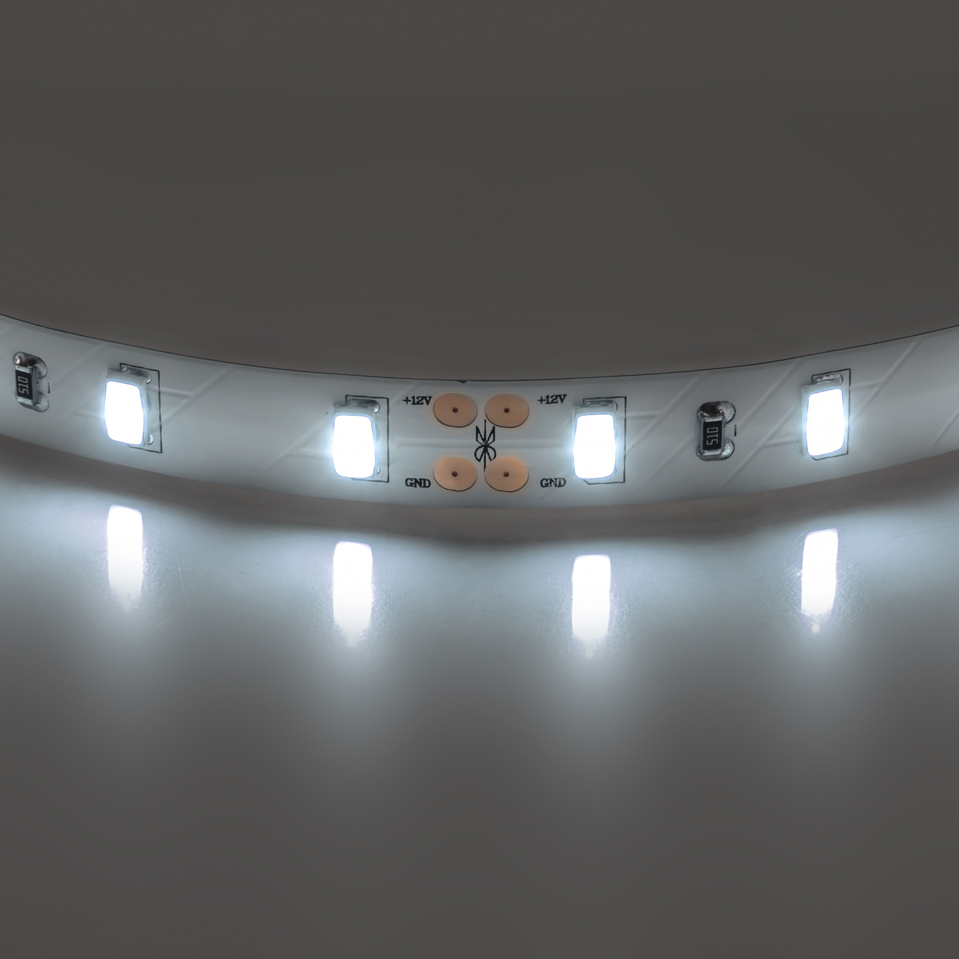 Лента 5630 LED 12V 28.8W 4000K 200m нейтральный белый свет Lightstar 400076, купить в СПб, Москве, с доставкой, Санкт-Петербург, интернет-магазин люстр и светильников Starlight, фото в жизни